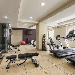 Отель Hilton Checkers фитнесс-зал фото 3