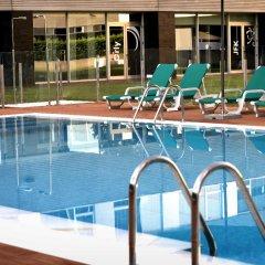 Отель Axor Feria бассейн