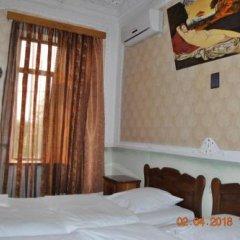 Отель Guest House Kharabadze Family сейф в номере