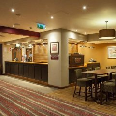 Отель Premier Inn London Bank - Tower гостиничный бар