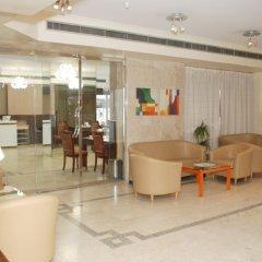 Отель Al Buhairah Hotel Apartments ОАЭ, Шарджа - отзывы, цены и фото номеров - забронировать отель Al Buhairah Hotel Apartments онлайн интерьер отеля