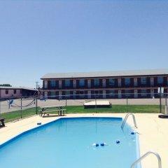 Отель Budget Host Platte Valley Inn бассейн