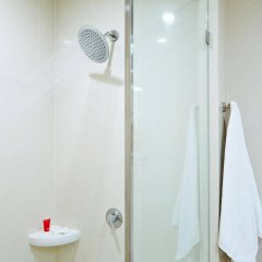 Отель Red Planet Manila Mabini Филиппины, Манила - 1 отзыв об отеле, цены и фото номеров - забронировать отель Red Planet Manila Mabini онлайн ванная