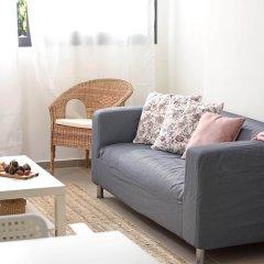 Отель Renovated & Sunny Apt W 3BR 3 Bathrooms Тель-Авив комната для гостей фото 4