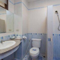 Отель Seven Oak Inn ванная