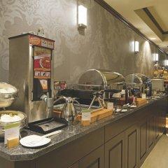 Отель DoubleTree by Hilton Hotel & Suites Victoria Канада, Виктория - отзывы, цены и фото номеров - забронировать отель DoubleTree by Hilton Hotel & Suites Victoria онлайн питание фото 3