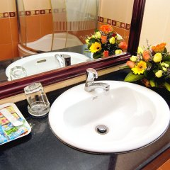 Отель Khanh Duy Hotel Вьетнам, Нячанг - отзывы, цены и фото номеров - забронировать отель Khanh Duy Hotel онлайн ванная
