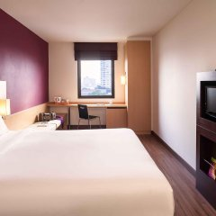 Отель Ibis Bangkok Riverside комната для гостей
