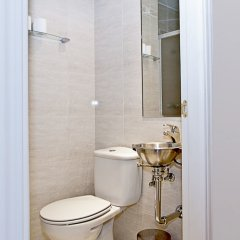 Отель Apartamentos Fomento 25 Испания, Мадрид - отзывы, цены и фото номеров - забронировать отель Apartamentos Fomento 25 онлайн ванная