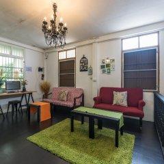 Tiger Lily Hostel Бангкок комната для гостей