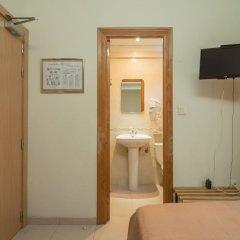 Отель Hostal La Lonja удобства в номере фото 2