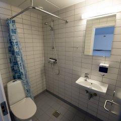 Отель Nørresundby Kursuscenter Дания, Бровст - отзывы, цены и фото номеров - забронировать отель Nørresundby Kursuscenter онлайн ванная