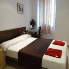 Отель Hostal Mont Thabor комната для гостей фото 2