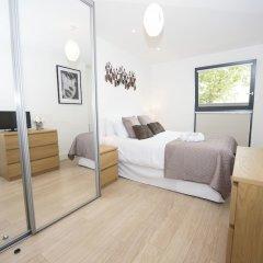 Апартаменты Charles Court Serviced Apartments комната для гостей