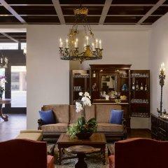 Отель Plaza la Reina гостиничный бар
