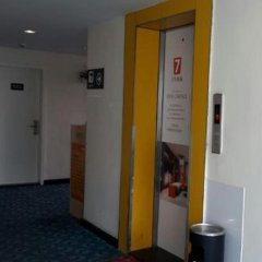 Отель 7 Days Inn Jiangmen 1st Gangkou Road Phoenix Mountain Station Branch интерьер отеля