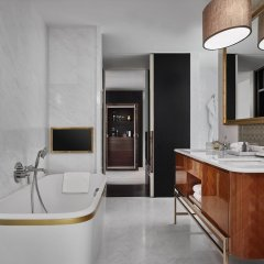 Отель Rosewood Bangkok Бангкок ванная
