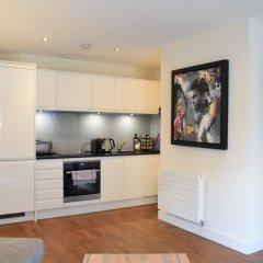 Отель 1 Bedroom Flat In Belsize Park Лондон в номере