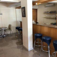 Отель Pasianna Hotel Apartments Кипр, Ларнака - 6 отзывов об отеле, цены и фото номеров - забронировать отель Pasianna Hotel Apartments онлайн гостиничный бар