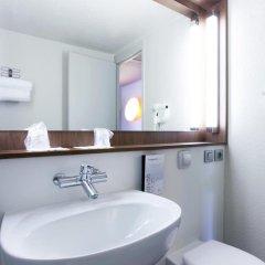 Отель Campanile Paris Ouest - Pte de Champerret Levallois ванная
