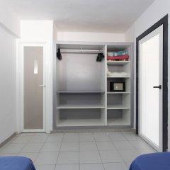 Отель Apartamentos Kensington сейф в номере