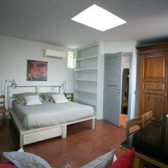 Отель Trastevere Large Apartment With Terrace Италия, Рим - отзывы, цены и фото номеров - забронировать отель Trastevere Large Apartment With Terrace онлайн комната для гостей фото 5