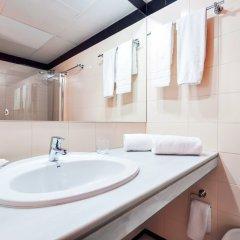 Отель Apartamentos Descartes Барселона ванная фото 2