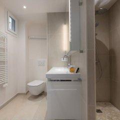 Отель Crisp Whites in the 16th Франция, Париж - отзывы, цены и фото номеров - забронировать отель Crisp Whites in the 16th онлайн ванная
