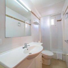 Отель AR Isern Испания, Бланес - отзывы, цены и фото номеров - забронировать отель AR Isern онлайн ванная