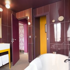 Отель Josephine By Happyculture Париж ванная