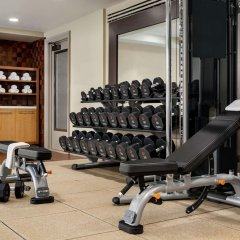 Отель Hilton Checkers фитнесс-зал фото 4