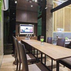 Отель V Residence Bangkok Бангкок интерьер отеля фото 3