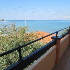 Отель Ninos On The Beach Корфу балкон