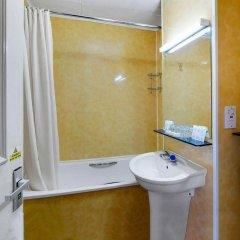 Отель Park Avenue Bayswater Inn Hyde Park Великобритания, Лондон - 12 отзывов об отеле, цены и фото номеров - забронировать отель Park Avenue Bayswater Inn Hyde Park онлайн ванная
