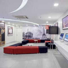 Отель Red Planet Manila Mabini Филиппины, Манила - 1 отзыв об отеле, цены и фото номеров - забронировать отель Red Planet Manila Mabini онлайн интерьер отеля фото 2