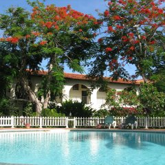 Charela Inn Hotel бассейн