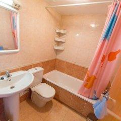 Отель Nil Испания, Курорт Росес - отзывы, цены и фото номеров - забронировать отель Nil онлайн ванная