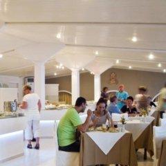 Отель Mediterranean Beach Palace Hotel Греция, Остров Санторини - отзывы, цены и фото номеров - забронировать отель Mediterranean Beach Palace Hotel онлайн питание