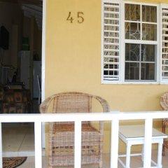 Отель Palm View At The Emerald Estate Gated Ямайка, Монастырь - отзывы, цены и фото номеров - забронировать отель Palm View At The Emerald Estate Gated онлайн балкон