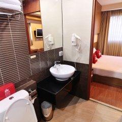 Отель Zen Rooms Surawong Бангкок ванная фото 2