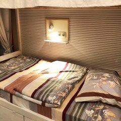 Хостел Kvartira Кровать в мужском общем номере с двухъярусной кроватью