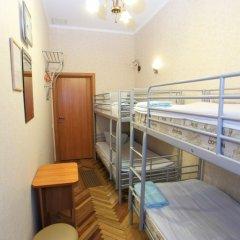 Гостиница Комнаты на ул.Рубинштейна,38 Кровать в мужском общем номере с двухъярусной кроватью