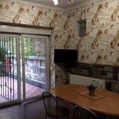 Апартаменты Двухуровневые Апартаменты на Тютинников комната для гостей