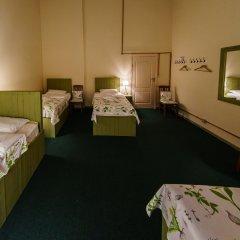 Гостиница Меблированные комнаты Круассан и Кофейня Кровать в общем номере фото 2
