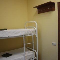 Хостел Москвич Кровати в общем номере с двухъярусными кроватями фото 2