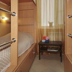 Hostel Podvorie Кровать в общем номере с двухъярусной кроватью