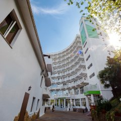 Гостиница Garden Hills в Сочи 9 отзывов об отеле, цены и фото номеров - забронировать гостиницу Garden Hills онлайн вид на фасад фото 2