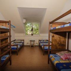 Хостел В центре Кровать в общем номере