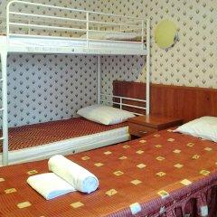 Одеон Отель Кровать в мужском общем номере