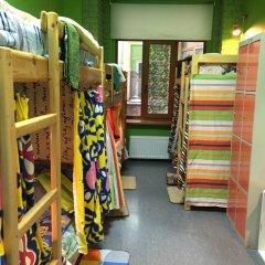 Red House Hostel Кровать в общем номере с двухъярусной кроватью фото 21